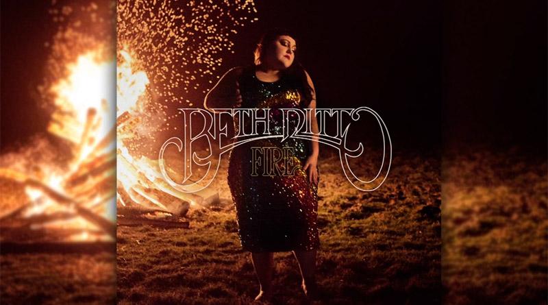 beth ditto anuncia su primer disco en solitario y adelanta el tema fire muzikalia. Black Bedroom Furniture Sets. Home Design Ideas