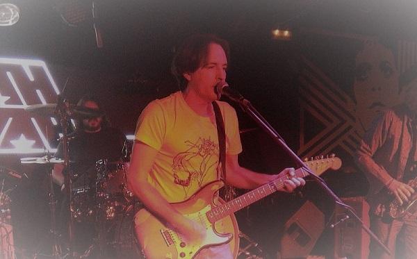 Johnny B. Zero en la Sala Wah Wah