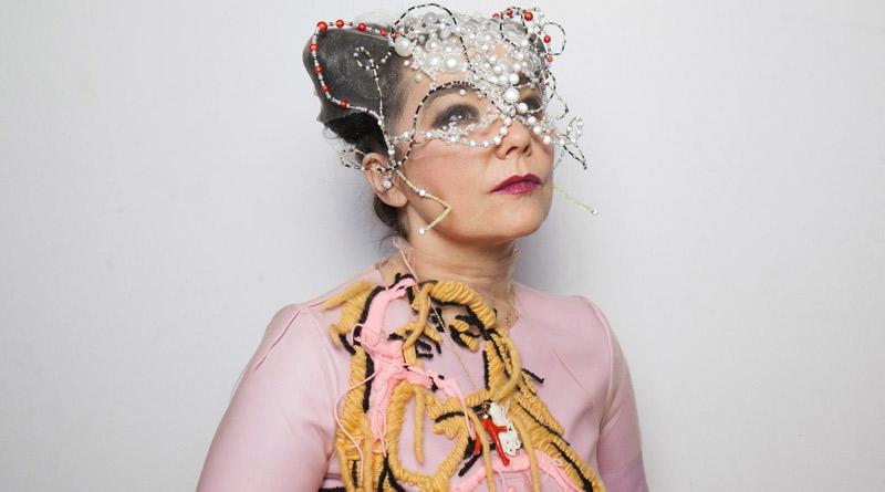Björk estrena los remixes de 'Arisen My Senses'