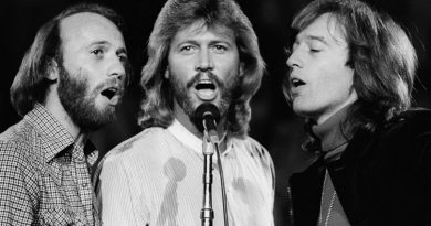 Bee Gees Stayin' Alive 01