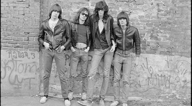 Click 'n Roll, Fotos Icónicas (III): Ramones, ¡al paredón!